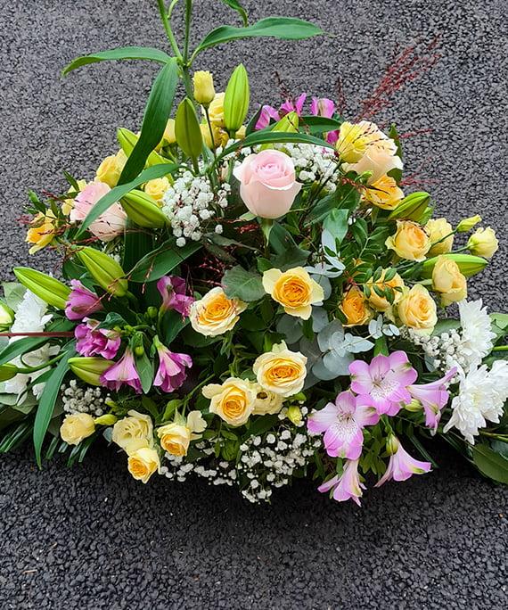 Aranjament funerar cu flori pastel 2