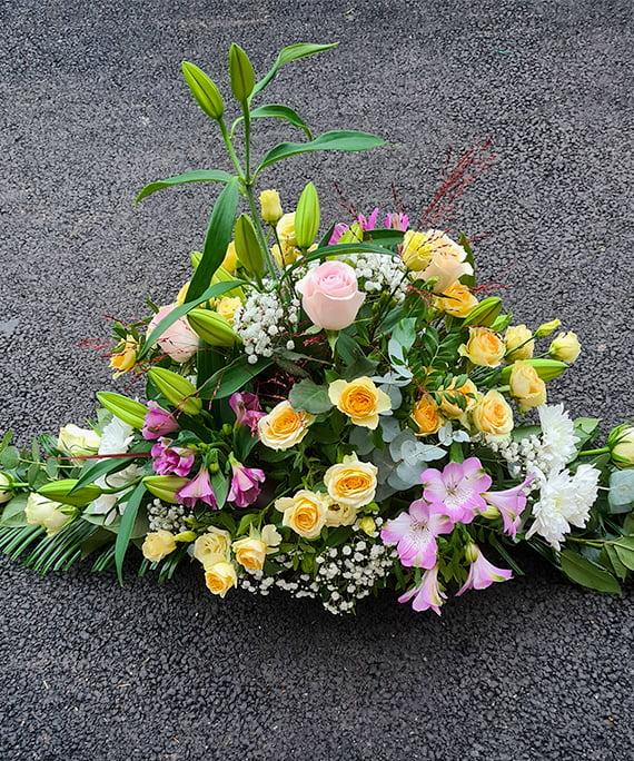 Aranjament funerar cu flori pastel 3