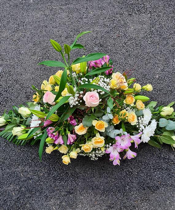 Aranjament funerar cu flori pastel 4