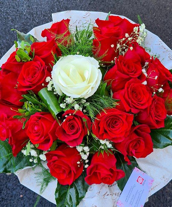 Buchet 23 trandafiri 3