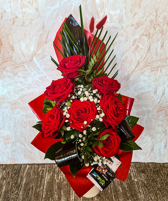 Buchet 7 trandafiri rosii piramidal 1