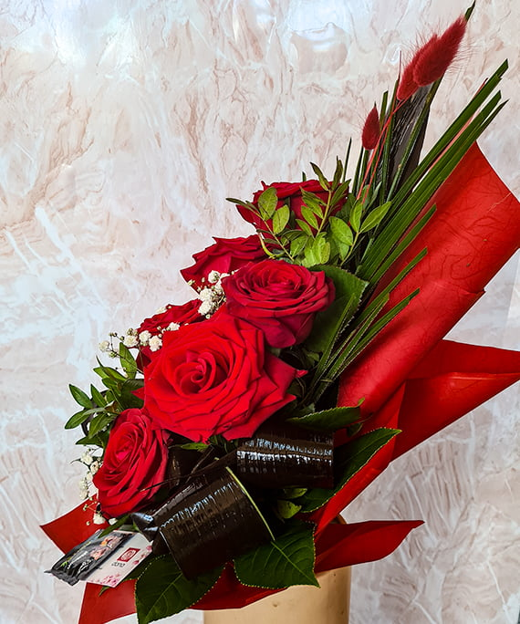 Buchet 7 trandafiri rosii piramidal 3