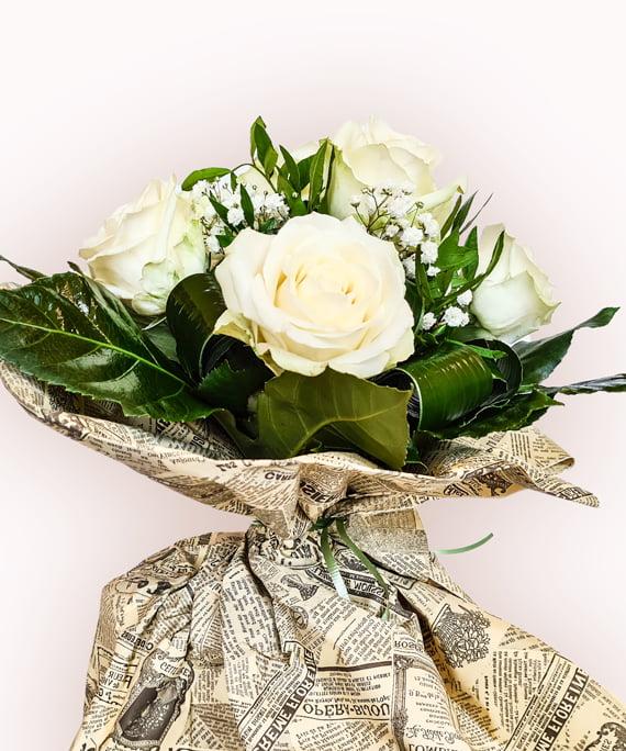 Buchet din 11 trandafiri albi 3