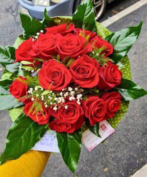 Buchet din 15 trandafiri rosii a2
