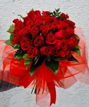 Buchet din 35 trandafiri rosii 1