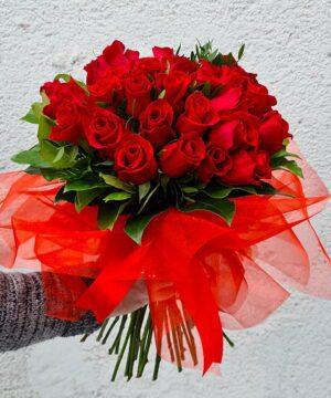 Buchet din 35 trandafiri rosii 2