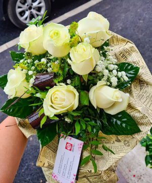 Buchet din 7 trandafiri albi a1