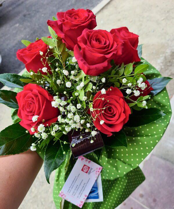 Buchet din 7 trandafiri rosii a2