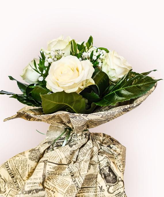 Buchet din 9 trandafiri albi 2