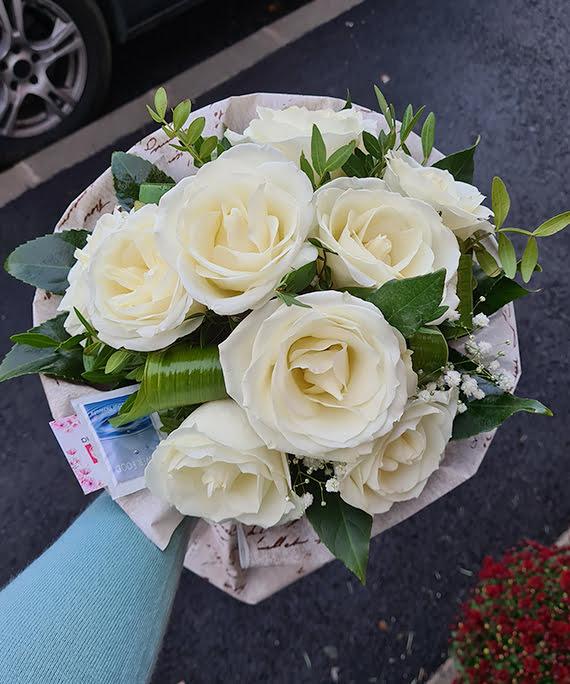 Buchet din 9 trandafiri albi4