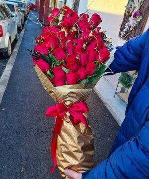 Buchet piramidal 61 trandafiri 1 1