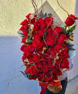Buchet piramidal 61 trandafiri 2 1