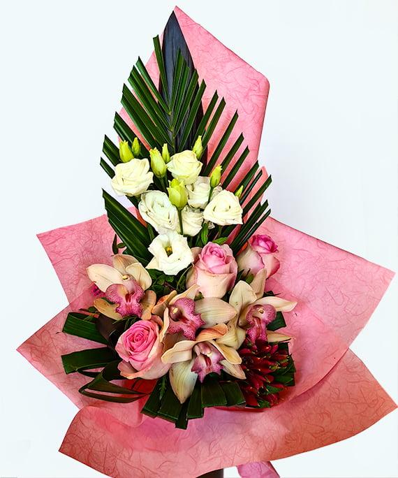 Buchet trandafiri roz si Cymbidium piramidal 1