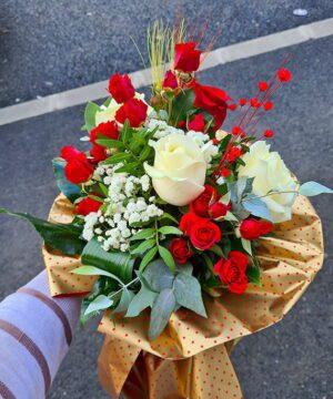 Buchet trandafiri si miniroze 7