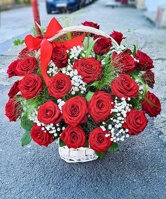 Cos cu 31 de trandafiri rosii 4