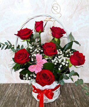 Cos cu trandafiri rosii 2