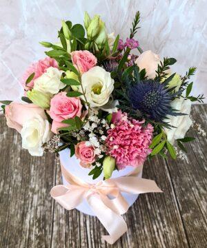 Cutie alba cu flori roz 1 300x360 1