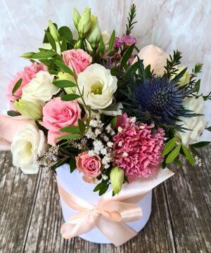 Cutie alba cu flori roz 2 300x360 1