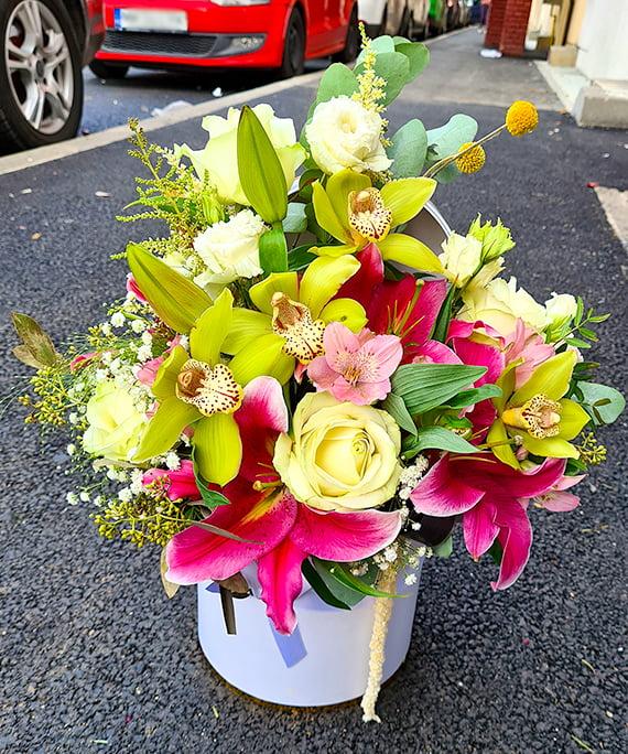 Cutie alba cu trandafiri si crini 6