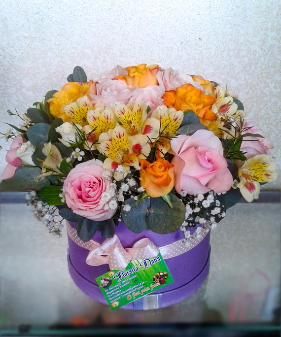 Cutie rotunda cu flori pastel 1
