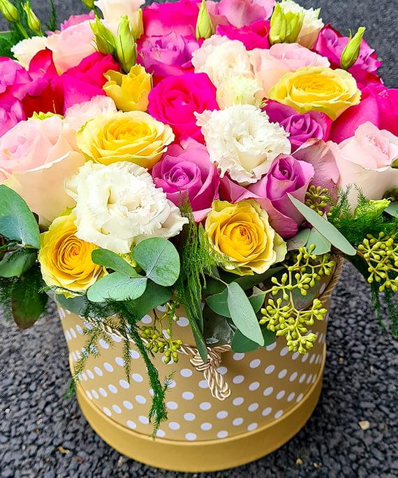 Cutie rotunda cu trandafiri ciclam mov si miniroza a4