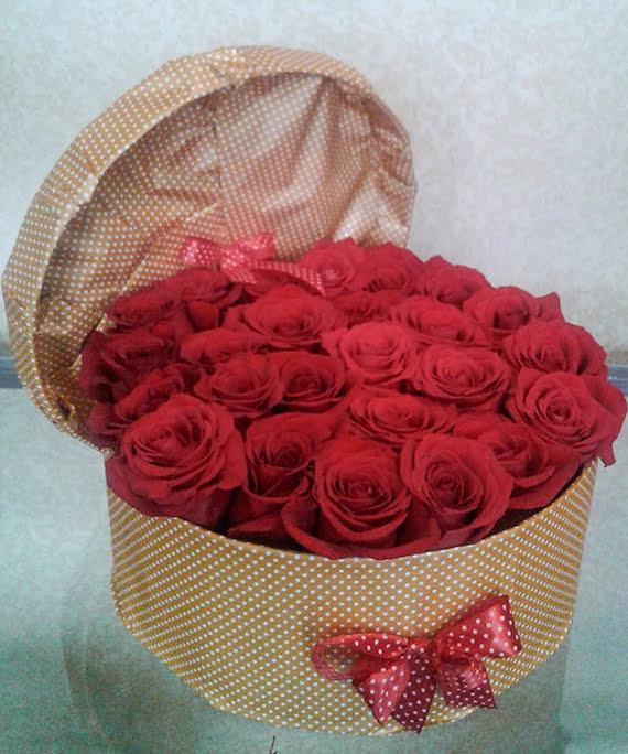Cutie rotunda cu trandafiri rosii 1