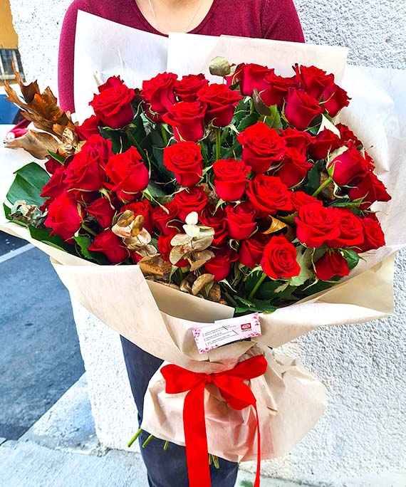 Buchet de lux 65 trandafiri 1