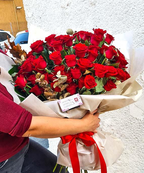 Buchet de lux 65 trandafiri 2
