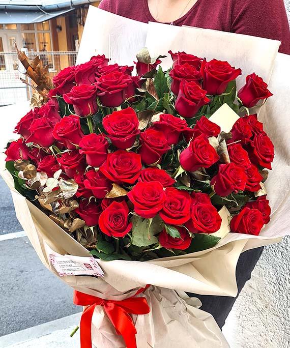 Buchet de lux 65 trandafiri 3