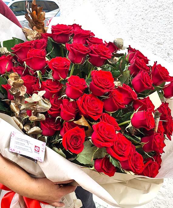 Buchet de lux 65 trandafiri 4